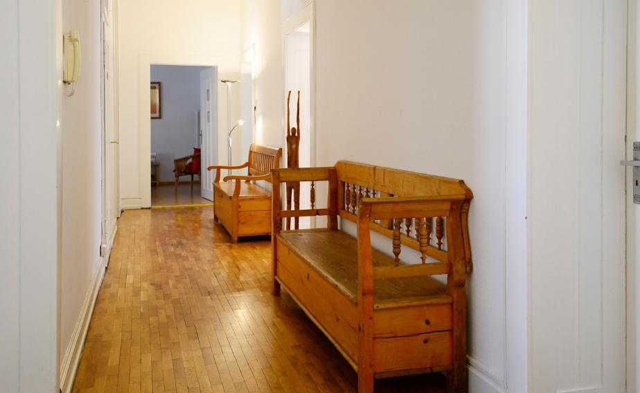 Eingangsbereich der Praxis für Homöopathie und Chiropraktik in Saarbrücken